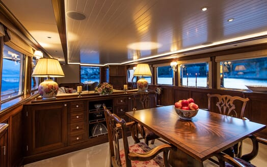 Motor Yacht ODYSSEY III Dining Table