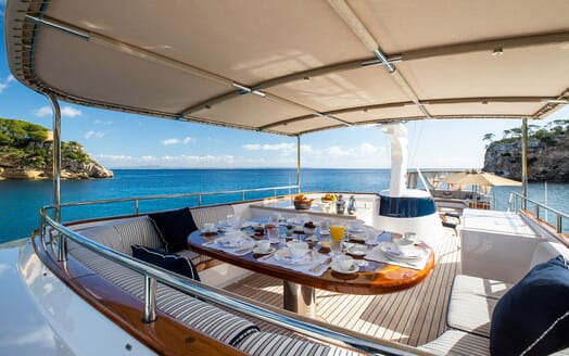 Motor Yacht ODYSSEY III Sun Deck Dining