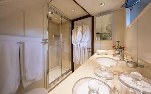 Motor Yacht ODYSSEY III Guest Bathroom