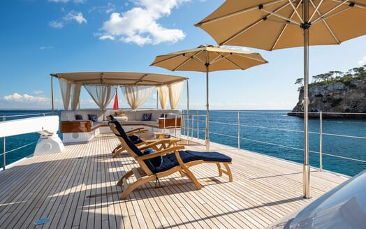 Motor Yacht ODYSSEY III Sun Deck Loungers