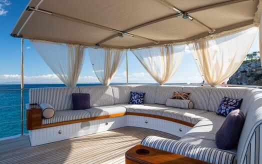 Motor Yacht ODYSSEY III Sun Deck Seating