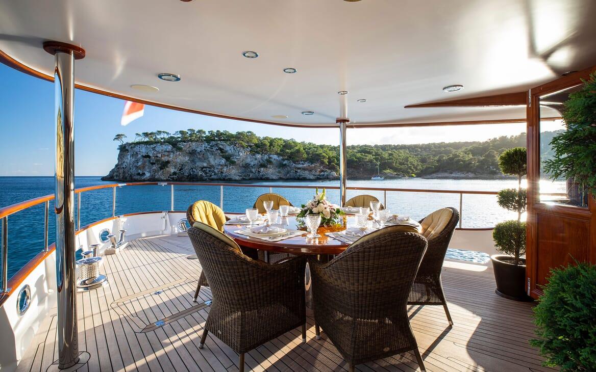 Motor Yacht ODYSSEY III Forward Deck Dining Table
