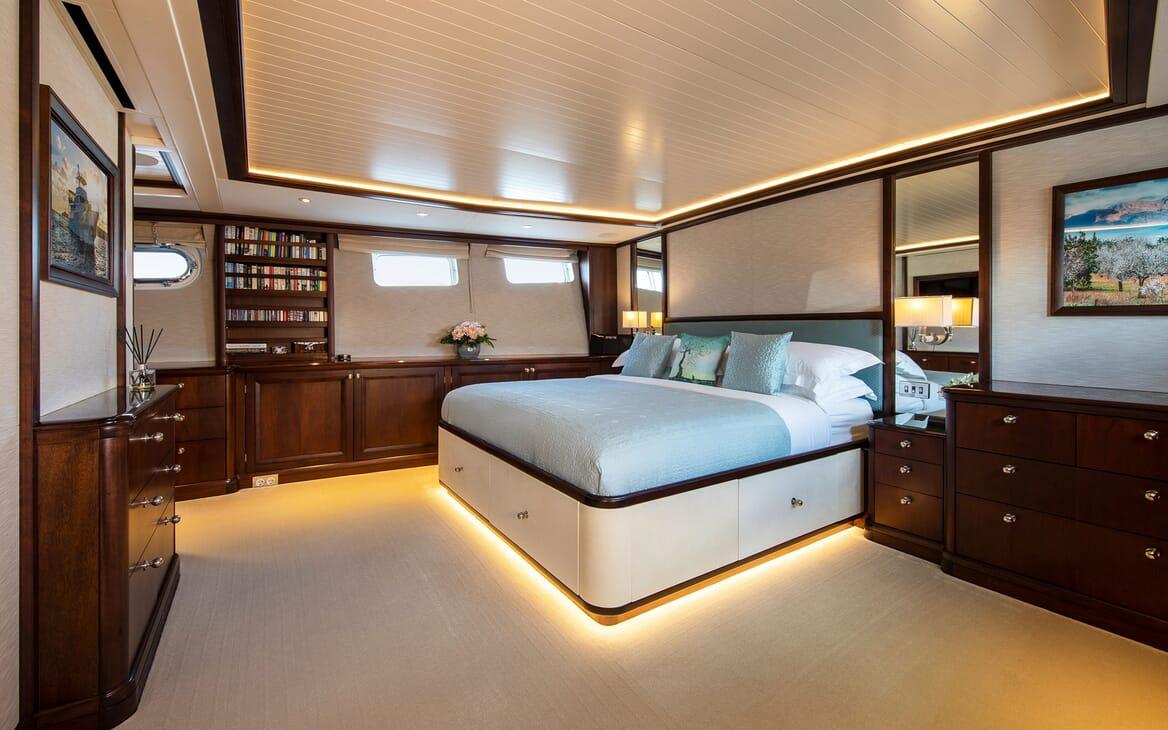 Motor Yacht ODYSSEY III Master Stateroom