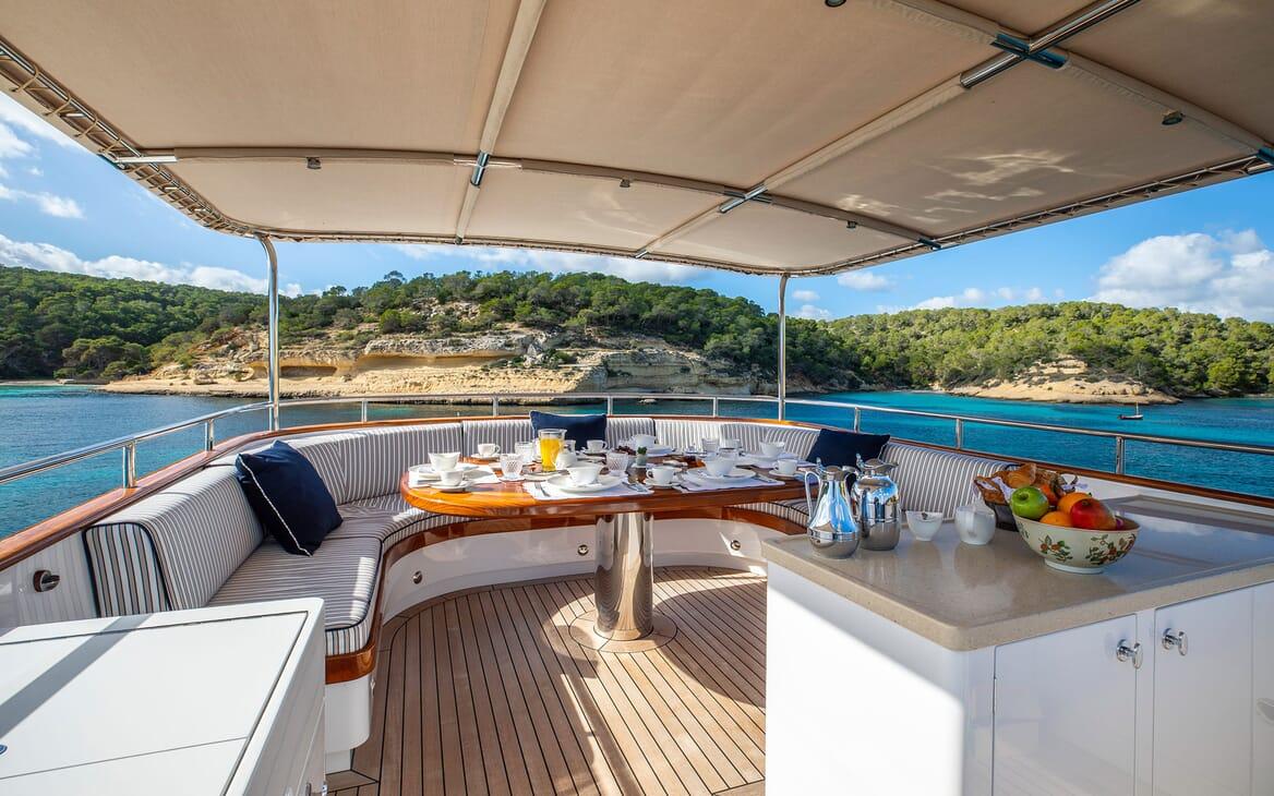 Motor Yacht ODYSSEY III Sun Deck Al Fresco Dining