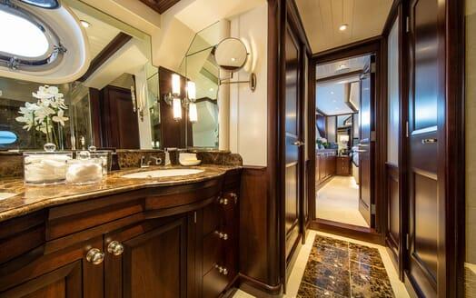 Motor Yacht ODYSSEY III Bathroom