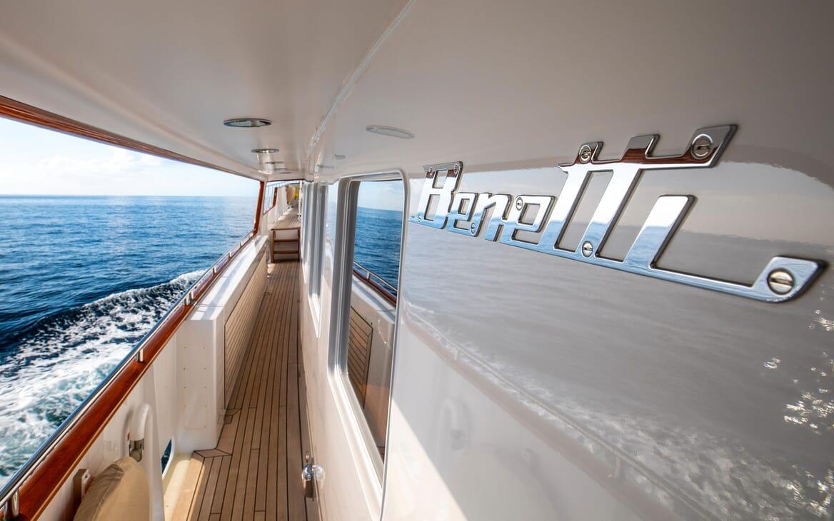 Motor Yacht ODYSSEY III Walkway
