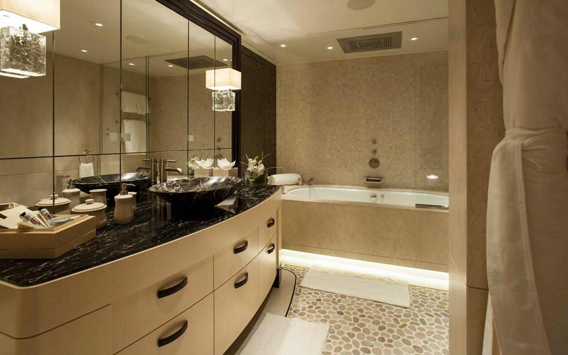 Motor Yacht SEA RHAPSODY VIP Bathroom