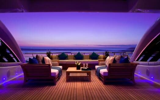 Motor Yacht SEA RHAPSODY Chez Lounge