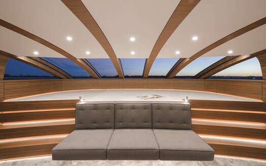 Motor Yacht Silver Fast Reading Area