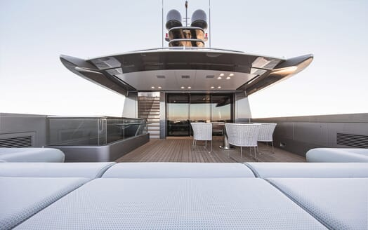 Motor Yacht Silver Fast Deck Seating