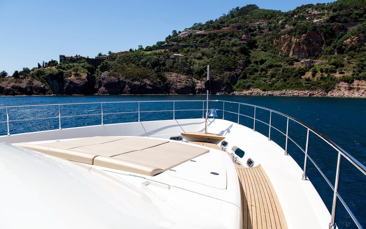 Motor Yacht Robusto Bow