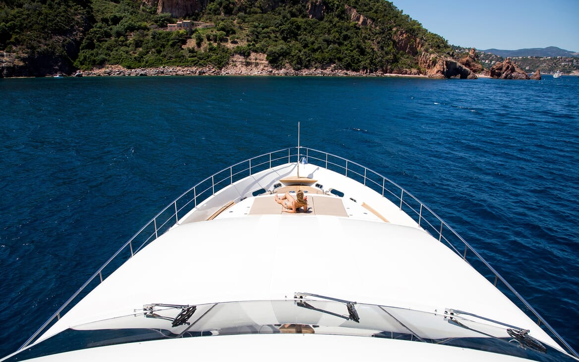 Motor Yacht Robusto Bow Sun Lounger