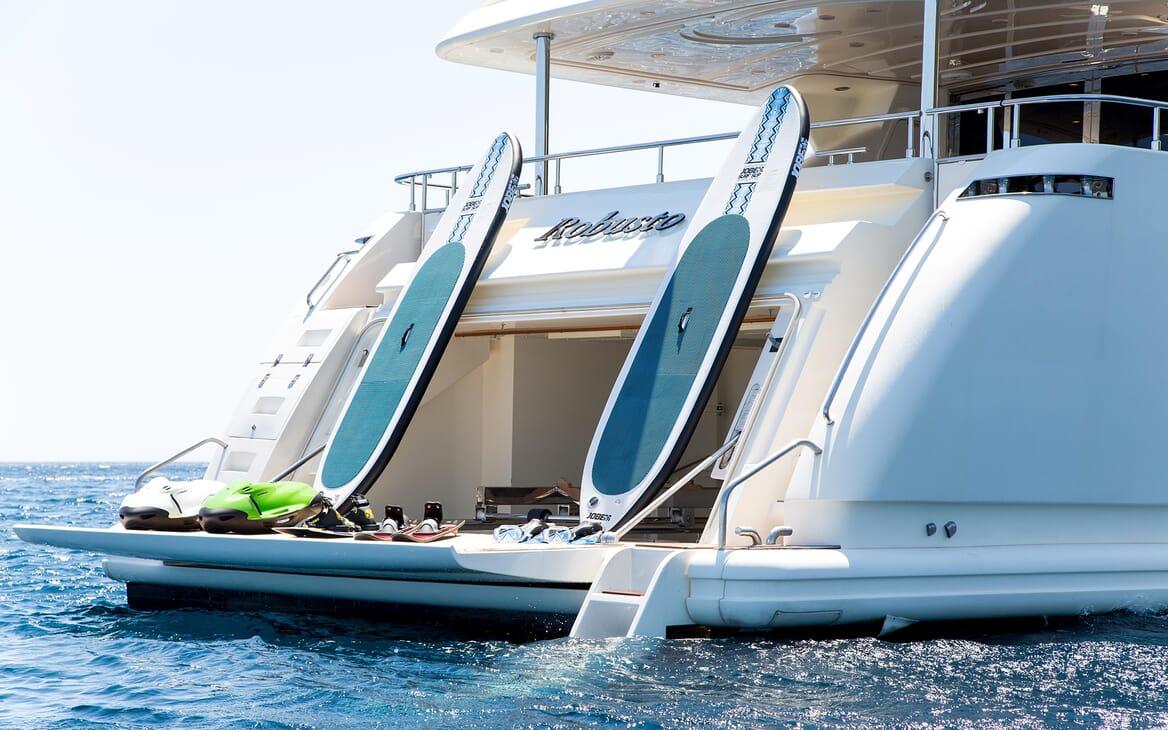 Motor Yacht Robusto Paddle Boards