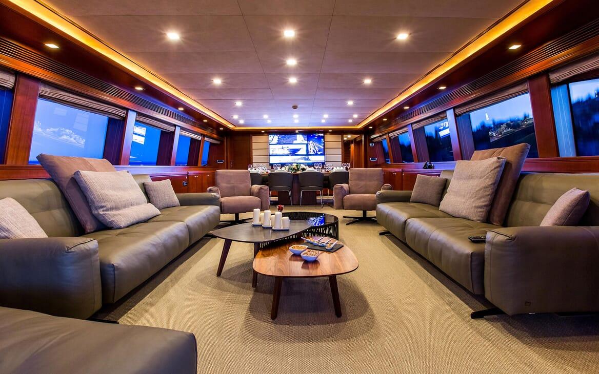 Motor Yacht Robusto Main Saloon