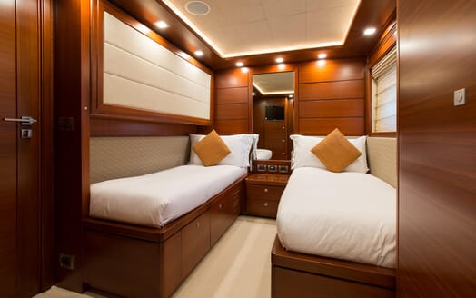 Motor Yacht Robusto Twin Stateroom