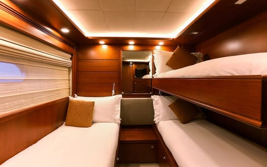 Motor Yacht Robusto Twin Stateroom with Pullman