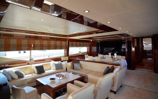 Motor Yacht Maestro of Gibraltar Main Saloon