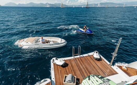 Motor Yacht Destiny aft