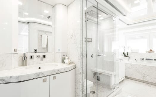 Motor Yacht Destiny bathroom
