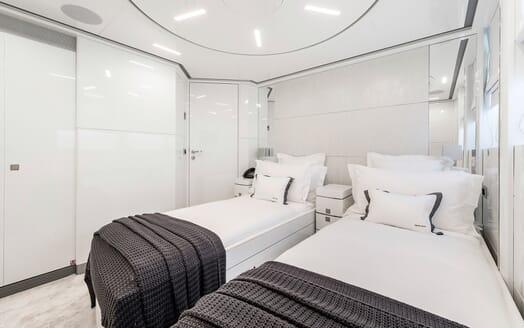 Motor Yacht Destiny twin cabin