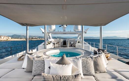 Motor Yacht Destiny hot tub