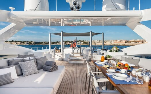 Motor Yacht Destiny sundeck