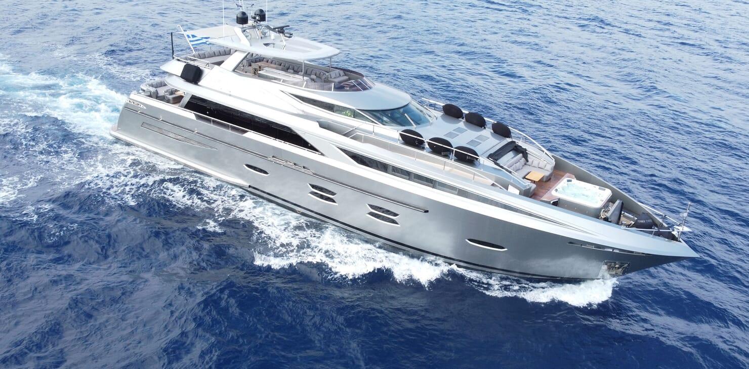 Motor Yacht Meya Meya running shot