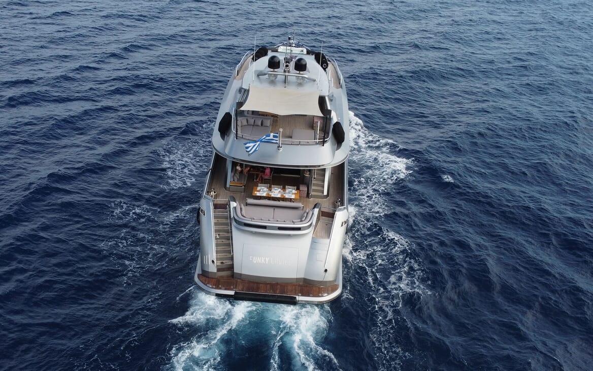 Motor Yacht Meya Meya saloon