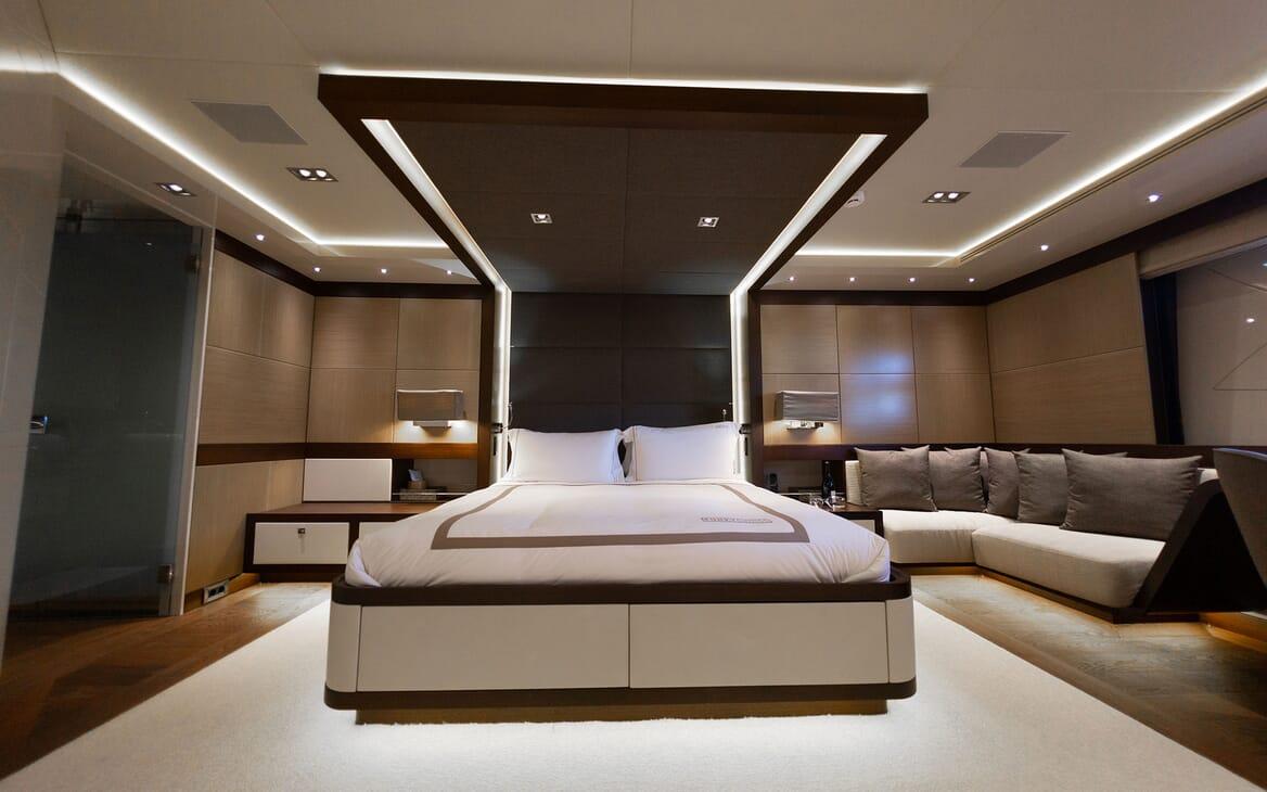 Motor Yacht Meya Meya sundeck