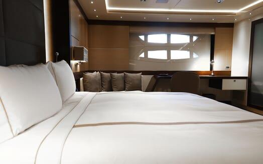 Motor Yacht Meya Meya cruising