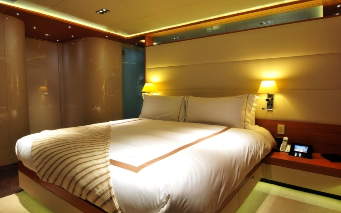 Motor Yacht Meya Meya guest cabin