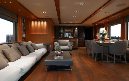 Motor Yacht Meya Meya deck
