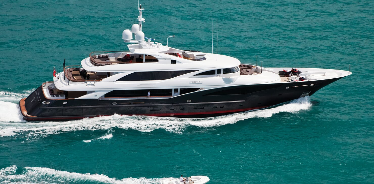 Motor Yacht LIBERTY Profile Underway