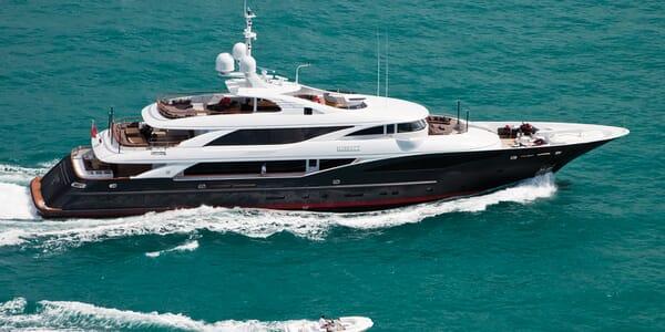 Motor Yacht LIBERTY Profile Underway