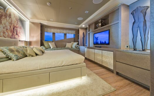 Motor Yacht LIBERTY Master Stateroom