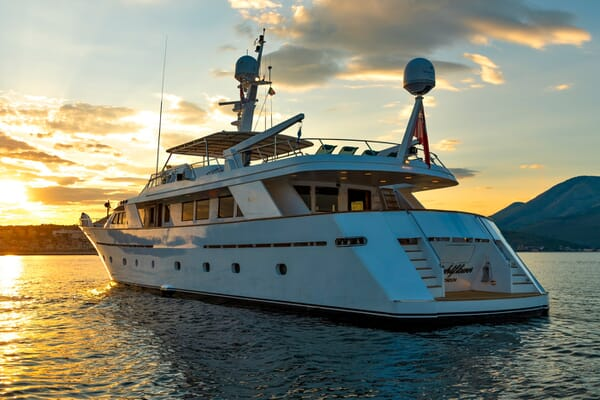 Motor Yacht Nightflower aft shot
