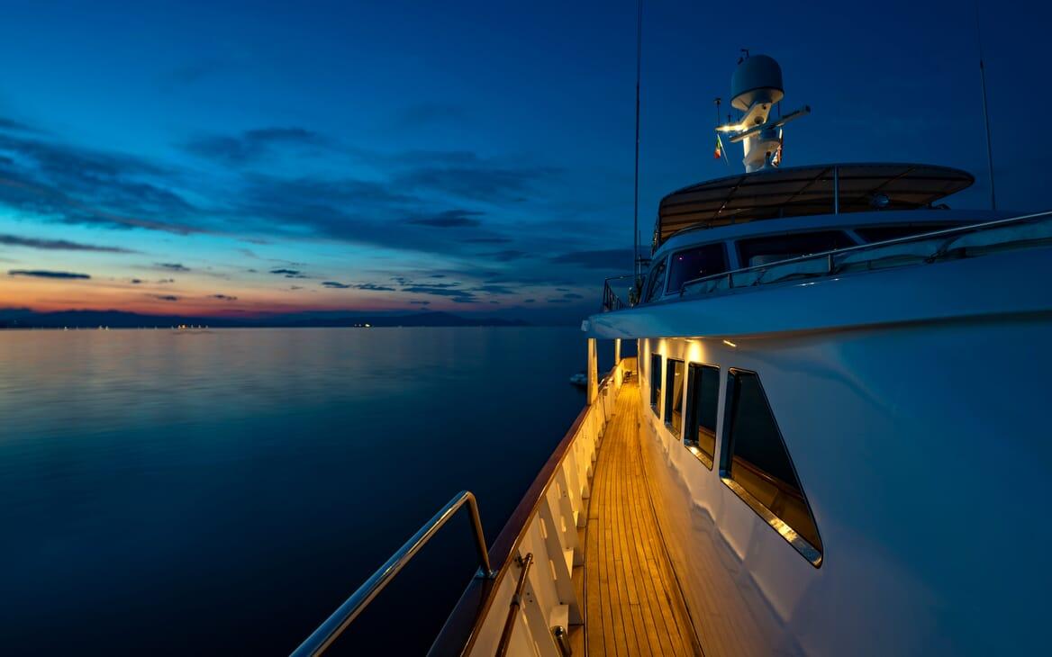 Motor Yacht Nightflower main deck