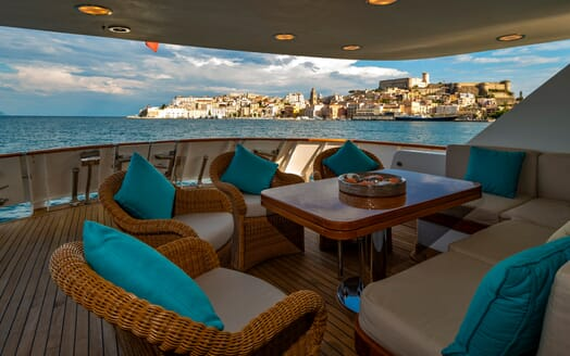 Motor Yacht Nightflower deck