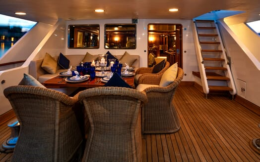 Motor Yacht Nightflower al fresco dining