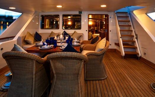 Motor Yacht Nightflower al fresco dining