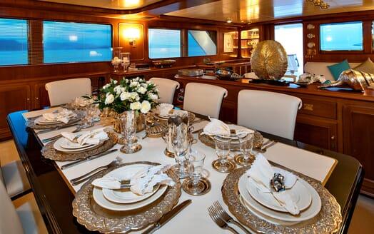Motor Yacht Nightflower dining area