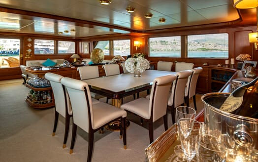 Motor Yacht Nightflower dining