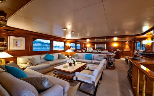 Motor Yacht Nightflower main saloon