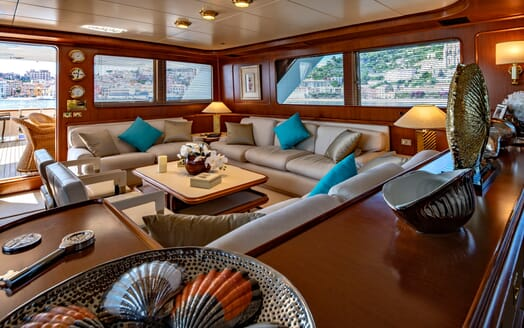 Motor Yacht Nightflower salon