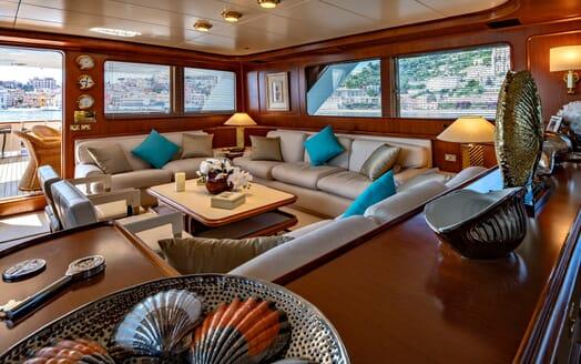 Motor Yacht Nightflower salon