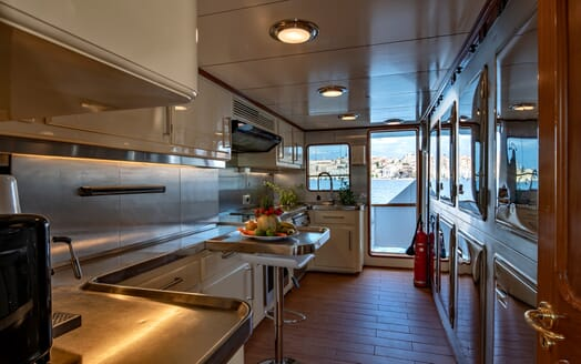 Motor Yacht Nightflower kitchen