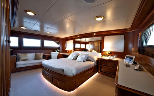 Motor Yacht Nightflower master cabin