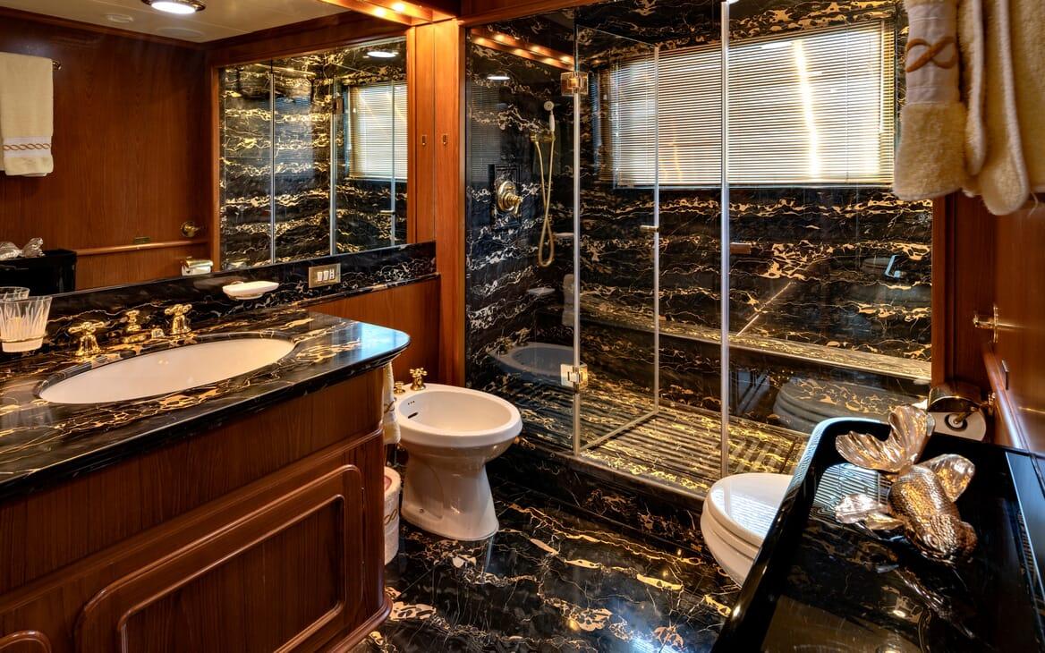 Motor Yacht Nightflower bathroom