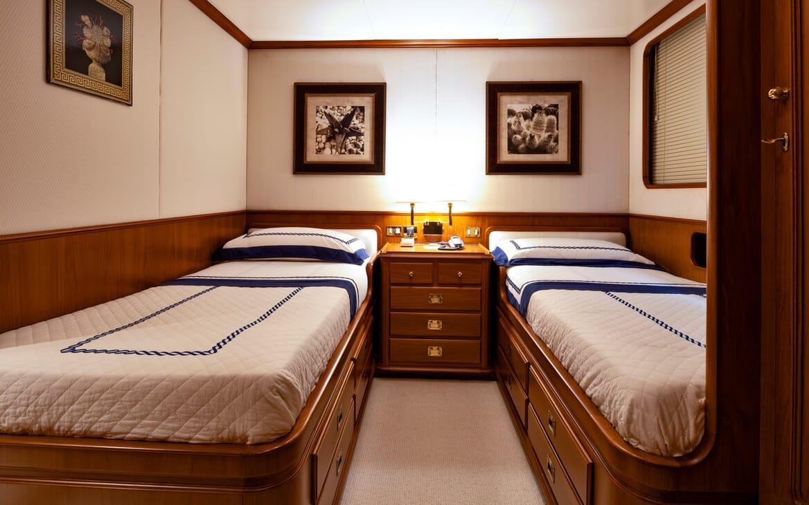 Motor Yacht Nightflower twin cabin