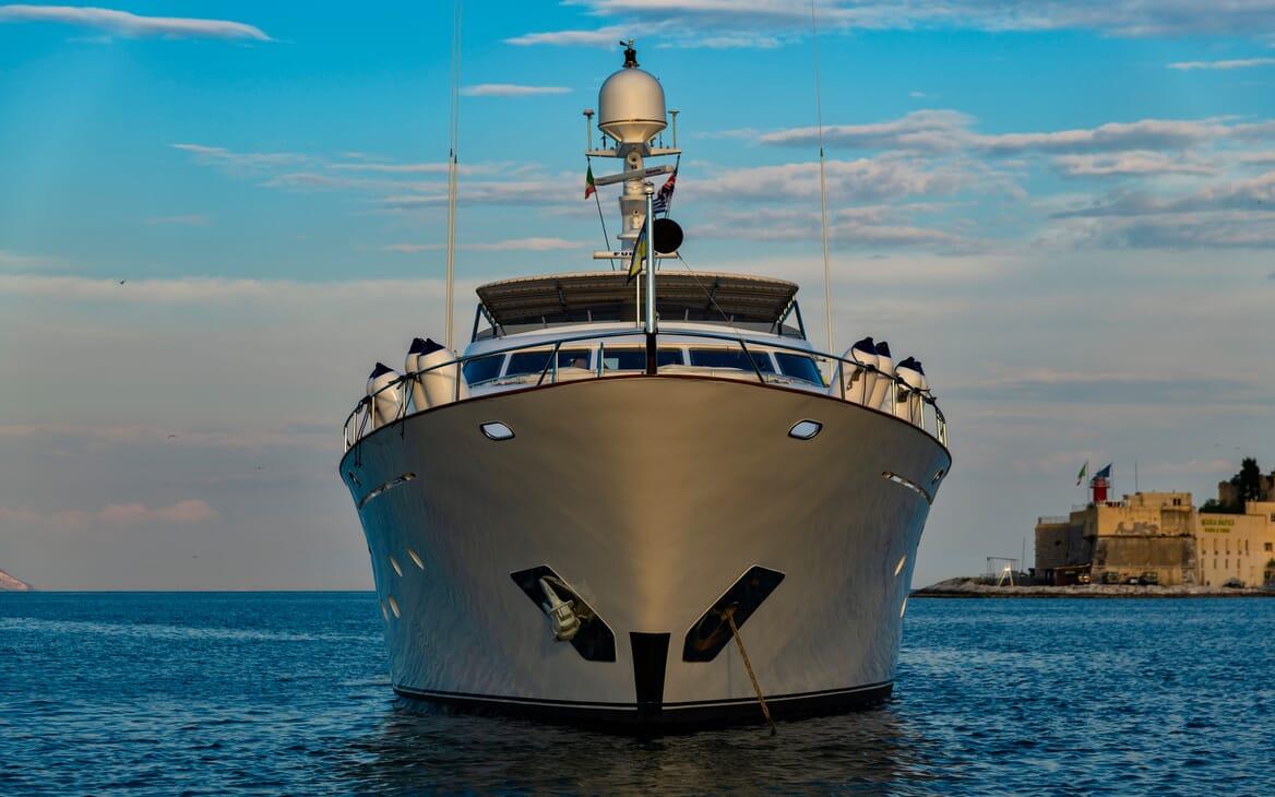 Motor Yacht Nightflower bow